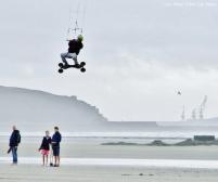 Jouer avec le vent à la plage de Wimereux...